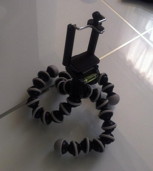 Le trépied bizarre utilisé pour filmer mon croquis