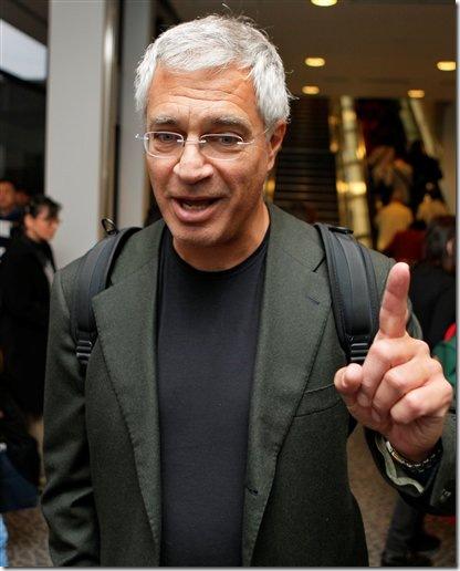 Louie Psihoyos à l'aéroport de Narita, le 20 octobre 2009 - Photo de Associated Press