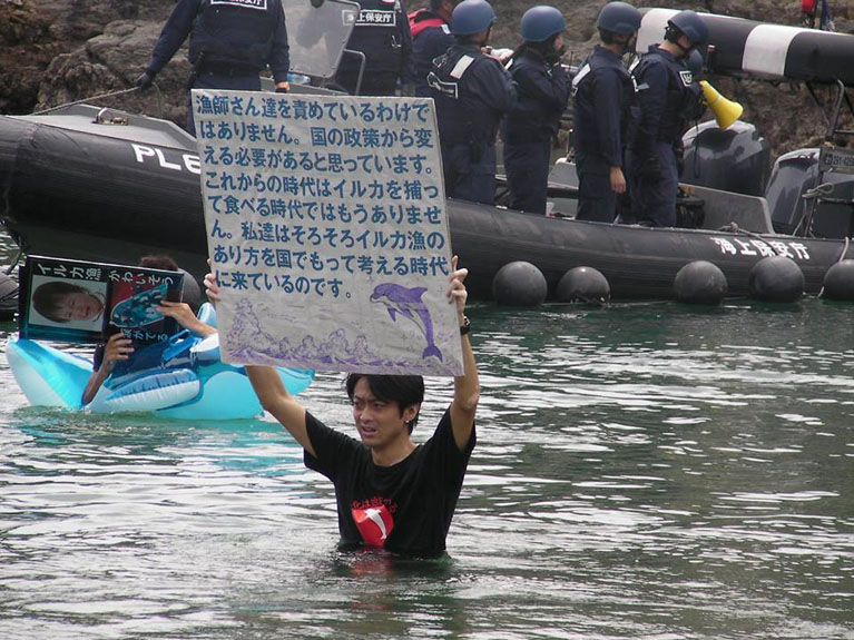 Militant Japonais à Taiji en septembre 2013