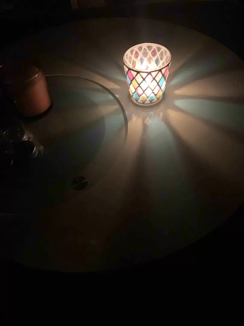 アロマキャンドルを灯している写真