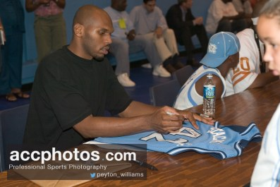Jerry Stackhouse signs autographs