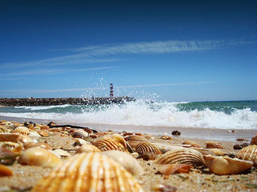 1024px-Faro_Algarve_Portugal_ilha_barreta