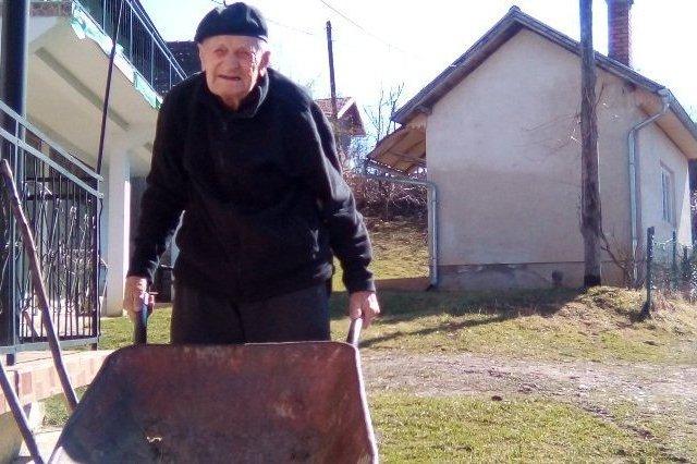 Mustafa Džafić napunio 101 godinu i aktivno se bavi poljoprivredom