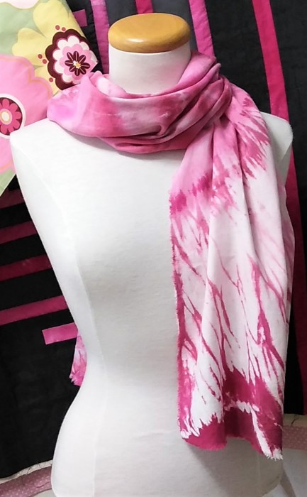 arashi shibori fuchsia linen scarf in front of pieced pink and gray quilt top