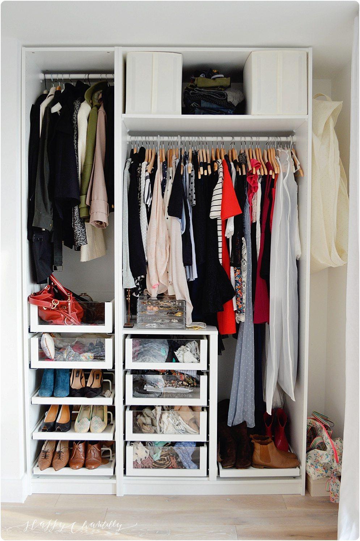 Garde robe minimaliste 1 faire le tri happy chantilly - Tablette pour garde robe ...