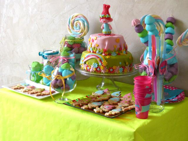 """Le thème """"Trolls"""" pour son anniversaire : des idées simples à mettre en place !"""