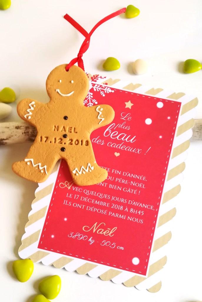 faire-part naissance Noël, christmas, rouge et blanc, avec biscuit bonhomme pain d'épice personnalisé prénom et date. Hiver, or et rouge, blanc, chic, invitation.