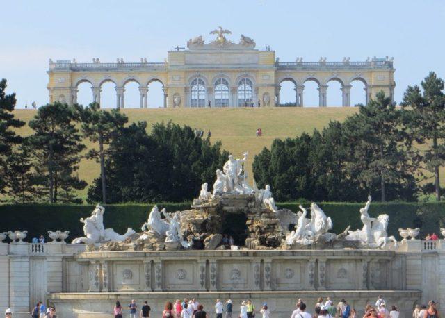 La Gloriette dans le parc du château de Schonbrunn