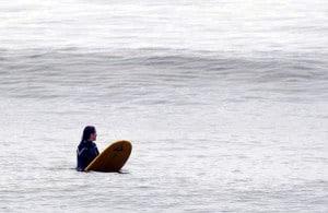 http://www.exo.net/~pauld/activities/surfing/surfwait167.jpeg
