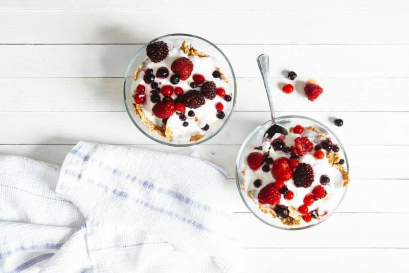 beginner runners diet - bowl of yogurt with fruit