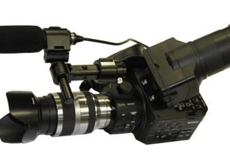 Algunos comentaristas destacan el parecido del diseño de la Sony NEX-FS100U, con las viejas Hasselblad
