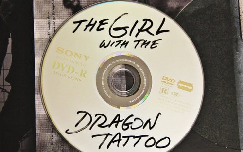 """The Girl with the Dragon Tattoo, """"quemaíto"""" oficial"""