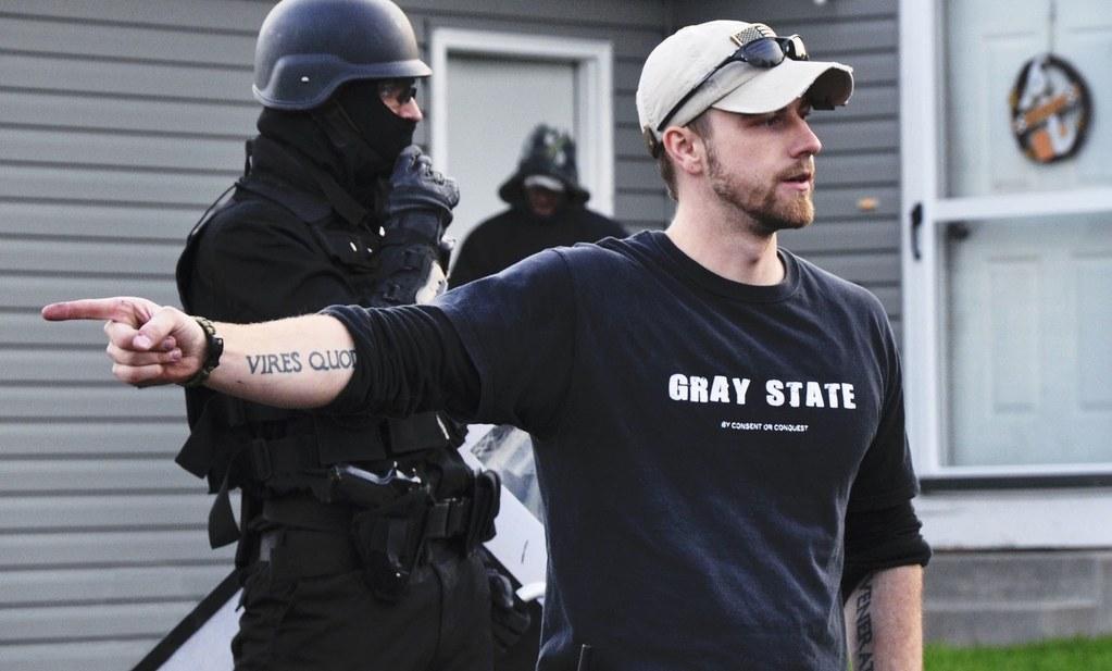 A Gray State, la inexplicable muerte de un cineasta libertario conspiranoico