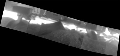 Le ruote di Spirit imprigionate dalla sabbia marziana (credit: NASA/JPL-Caltech/Cornell/USGS)