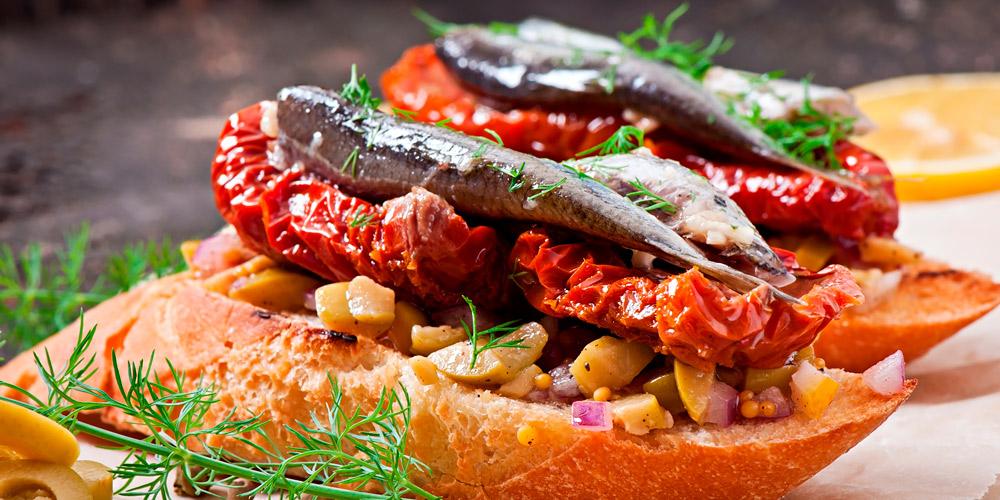Risultati immagini per immagine pomodorini con pane cunzato