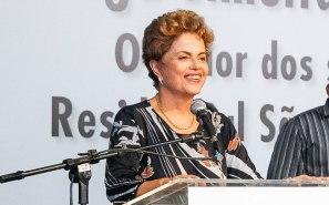 Dilma Rousseff durante cerimônia de entrega de unidades habitacionais em Barreiras/BA e entregas simultâneas de UH em Feira de Santana/BA, UH em Irecê/BA e UH em Dias D'Avila/BA do Programa Minha Casa Minha Vida. (Fotos: Roberto Stuckert Filho)