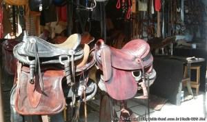 Diversos produtos de couro são encontrados no setor de Couro e Artesanato do Centro. (Foto: Jamil Souza)
