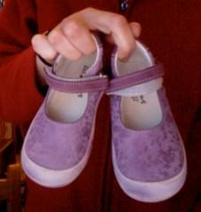 Des chaussures que je peux enfiler et ôter toute seule !