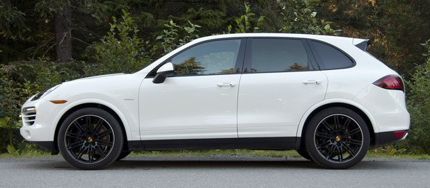 2013 Porsche Cayenne Diesel side view