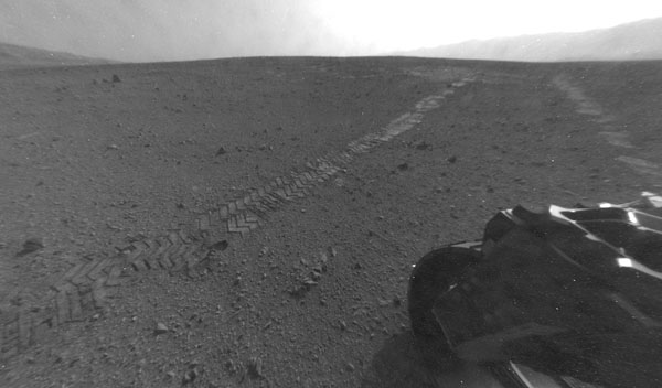 DNP Mars Curiosity leaves its landing area, heads to distant frontier ok, 50 feet