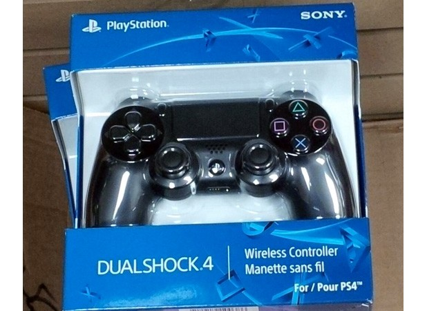 PS4 controller escapes into the Canadian wild, partly supports the PS3 video