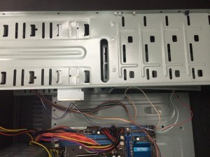 Disposição dos fios para não ficarem raspando próximos ao cooler