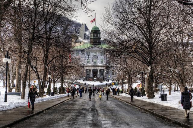 Entrada principal, McGill University, Montreal | Foto: Neil Howard via Flickr
