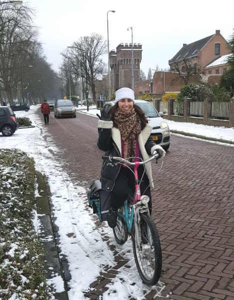 Bruna M. Rangel e sua bike na Universidade de Breda | Foto: Bruna M. Rangel