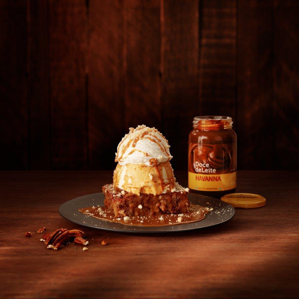 Outback lança sobremesa com brownie na versão doce de leite