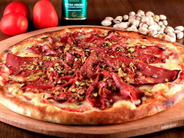 1900 Pizzeria comemora o Aniversário de São Paulo com pizza de Mortadela