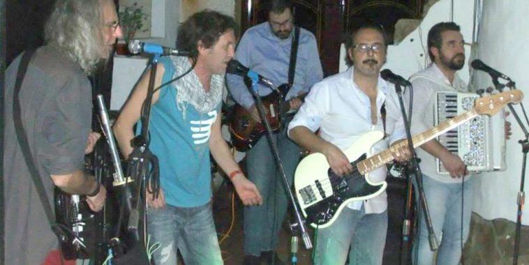 I Marmaja folk band durante un live