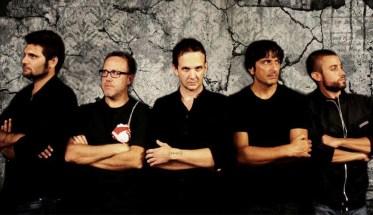 La band dei NODe con maglia nera