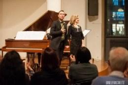 Riccardo Piacentini e Tiziana Scandaletti mentre ricevono gli applausi del pubblico a ItalienMusiziert