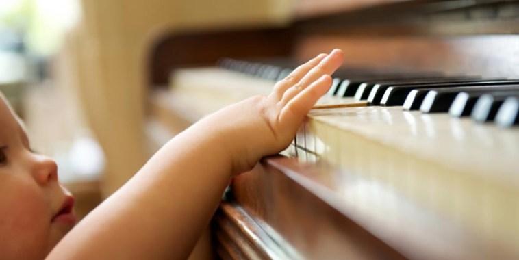 CUM Sanità Musicoterapia pianoforte e bambino