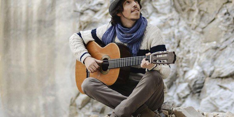 Mattia Bonetti cantautore chitarra