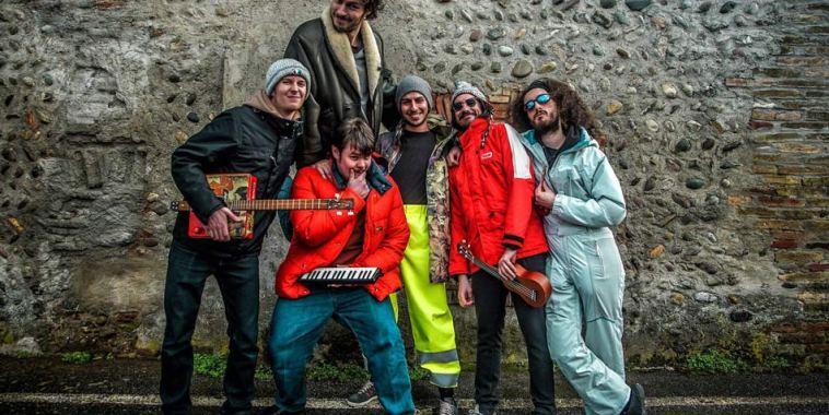 Pinguini Tattici Nucleari band
