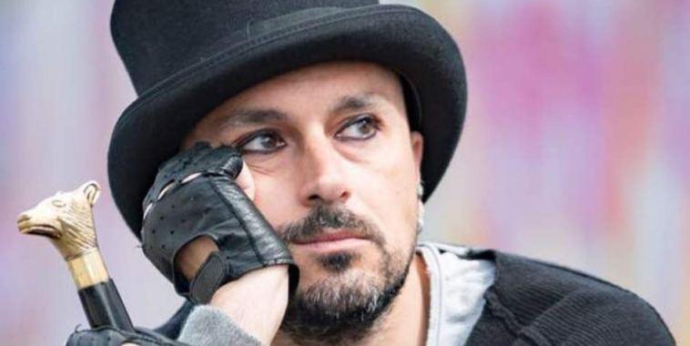 Simone Cicconi cantautore