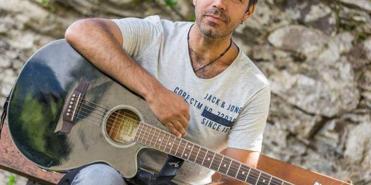 Andrea Lelli cantautore