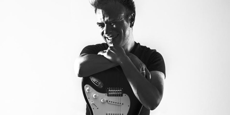 Giacomo Baldelli e chitarra