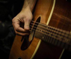 chitarra acustica plettro