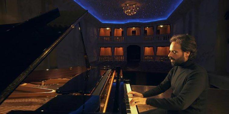 Luca Morelli al pianoforte