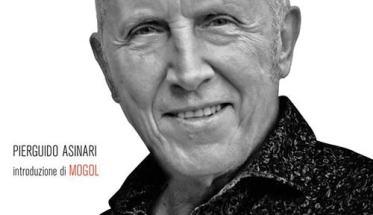 """Copertina libro di Gianni bella """"L'Emozione non ha voce.""""con foto del cantautore"""