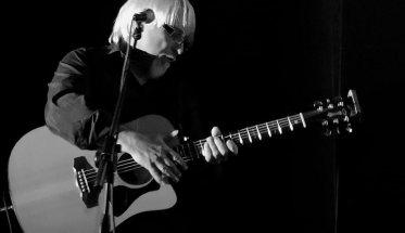 Beppe Dettori con la chitarra
