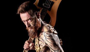 Carmelo Siracusa con la chitarra