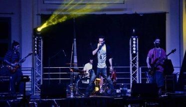 La band Daimon D. mentre suona dal vivo