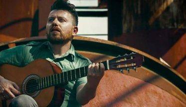 Fabian Wolf ovvero Fabio Cillo con la chitarra