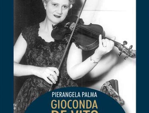 Gioconda De Vito con il violino nella copertina del libro
