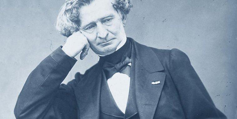 Hector Berlioz in un ritratto con la mano che sostiene sul viso