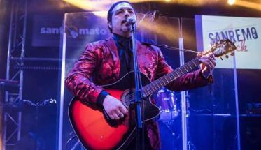 Il cantautore Stefano Mordenti, in arte MOR