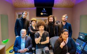 La band degli HANIA al completo in studio di registrazione